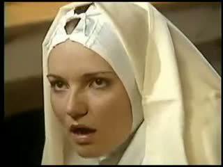 Lesbo nunna fists hänen sister naamiaispaidat