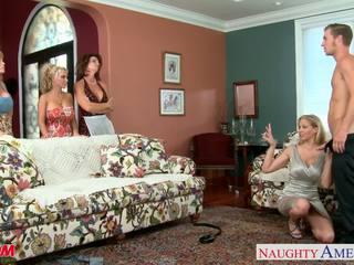 Moms darla crane, deauxma, holly halston και julia ann shari
