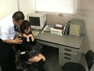 黑妞, 日本, 偷窥