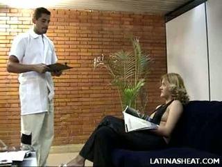 Latina naivka adriana predstavenie preč ju mlieko cans