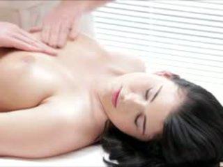Quente luci li gets um completo corpo massagem