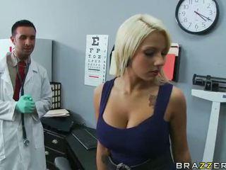 Lylith lavey getting fucked nga të saj doktori video