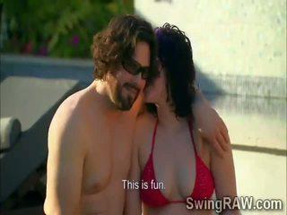 Svingeri couples būt ballīte outdoors uz realitāte izstāde