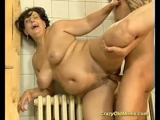 Brunete krūtainas vecs māte fucked