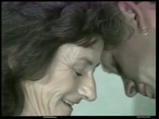 Matainas vecmāmiņa fucks jauns dzimumloceklis !
