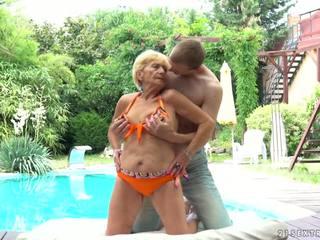 奶奶 fucks 下一個 到 一 水池, 免費 21 sextreme 高清晰度 色情 d5