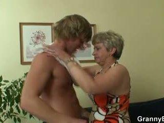 Vana lipakas pleases hot-looking noor täkk