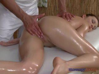Massaggio rooms arrapato donna sucks e fucks suo grande cazzo stallone masseur