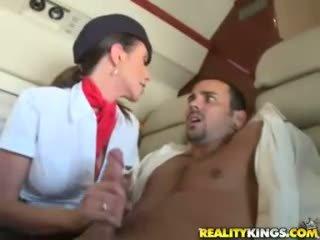 Kuuma flight attendents ariella ferrera ja aimee addison antaa sisään flight suihinotto