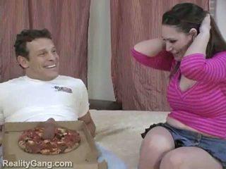 Duży sausage pizza: potwór cycuszki brunetka momma na delivery kutas
