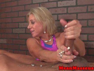 Dominant wanita dengan pria lebih muda masseuse dominates pelanggan: gratis porno 41