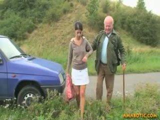 Senas vyras - jaunas mergaitė