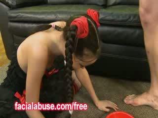 작은 깊은 throat 아시아의 매춘부 loves being shared