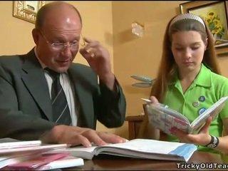 Potrebni učitelj seducing najstnice