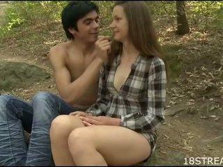 Monada chica kisses