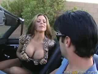 Milf muie în o muscle masina!