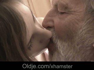 Starý otec obrovský starý vták ústa výstrek medicine pre chorý