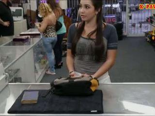 Колеж момиче selling тя стар textbook и прецака от pawnkeeper