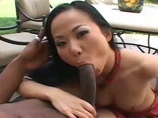 Piękne azjatyckie niya gets nasienie wszystko przez jej twarz