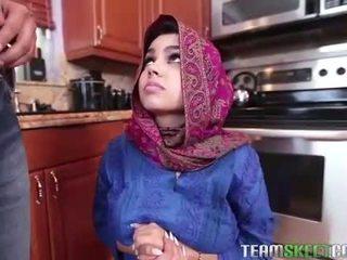 Arab נוער ada gets a warm כוס cream