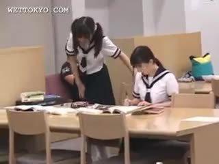 Ázsiai diáklány punci teased -ban a könyvtár tovább camera
