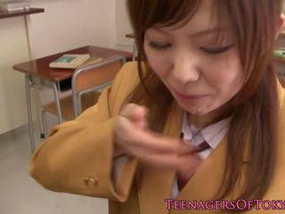 Japonesa escolar chupando polla en clase: gratis porno af