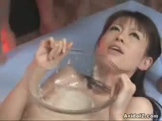 Ai himeno gets a bowlful の duck sauce!