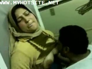 Arab ibu rumah tangga kacau oleh muda tiang