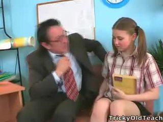 Irena was surprised この 彼女の 教師 has そのような ザ· 巨人 ディック.