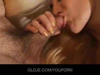 Молодий curious білявка relishes the старий французька статевий член