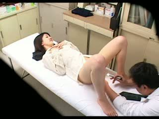 Spion pervers medic uses gagica pacient 02
