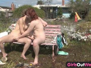 Karvane amatöör lesbid jette ja kara õues lõbu