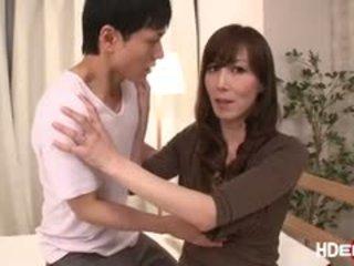 Сексуальна японська reiko fucks для отримати a ідеальна score