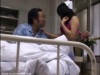 Innocent медицинска сестра gets прецака от ward пациент