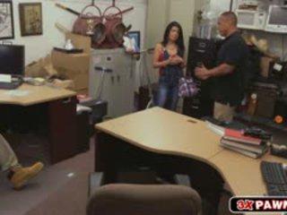 Kubano dalaga goes hindi maamo sa pawn shop at fucks para pera