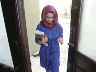 Napalone brunetka arab nastolatka ada gets filled