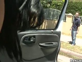 Abella anderson follando en un auto