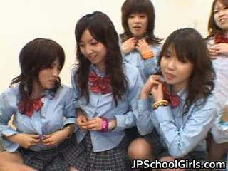 Asiatiskapojke schoolgirls having anala kön porr
