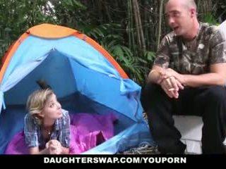 Daughterswap- forró tini daughters szar outdoors által apukák