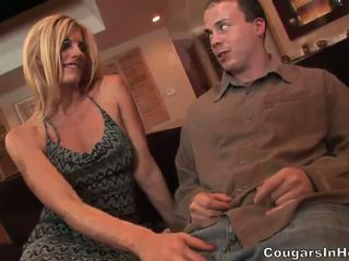 Slutty pirang hoe gives fantastic bukkake