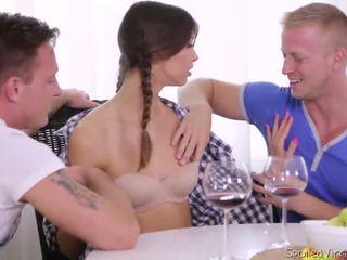 Virgin marisa looses virginity avec two guys