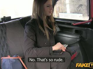 Kolledž õpilane gives suhuvõtmine sisse the cab
