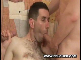 Homo seksas tryse spermos iščiulpimas sperma nuo šikna į burna