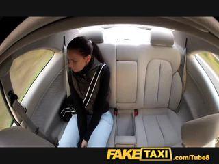 Faketaxi unge student fucks til kontanter på henne journey