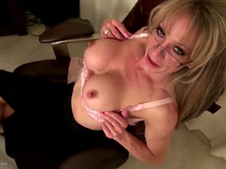Old but Fucking Hot Mature American Mom, Porn e1