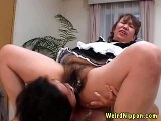الآسيوية جدة gets لها أشعر كس licked