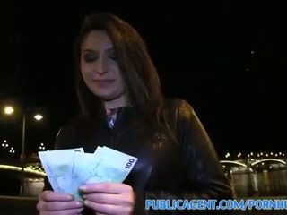 Publicagent akasha seks di bawah sebuah masyarakat bridge untuk hitam haired babe