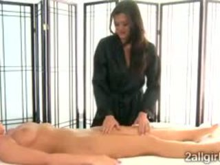 Ajaýyp cece stone seduces britney young with gyzykly massaž