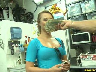 Jmac convinces lindsay na jít vše the způsob pro a peníze