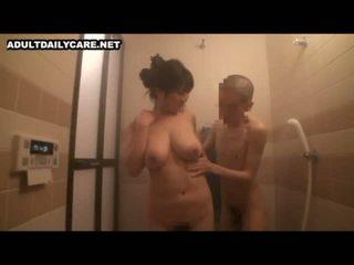 The big-breasted äiti seuraava ovi tahtoa tulla kohteeseen minun koti 1